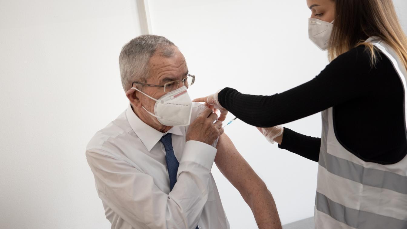 Bundespräsident Alexander Van der Bellen bei seiner ersten Corona-Teilimpfung